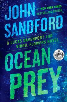 Paperback Ocean Prey [Large Print] Book