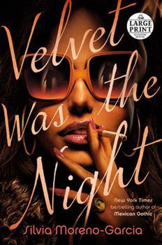 Paperback Velvet Was the Night [Large Print] Book