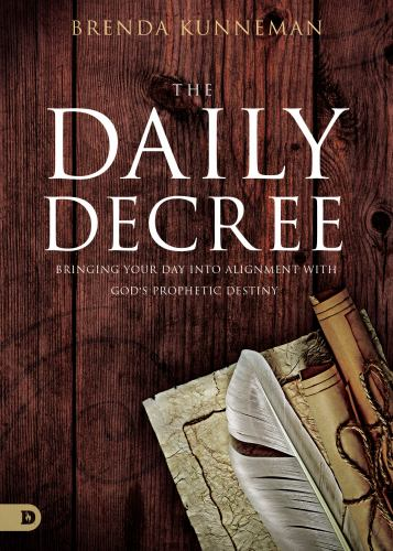 Paperback The Daily Decree : Bringing Your Day into Alignment with God's Prophetic Destiny Book
