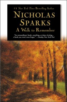 Paperback A Walk to Remember Book
