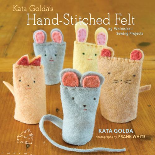 Paperback Kata Golda's Hand-Stitched Felt : 25 Whimsical Sewing Projects Book