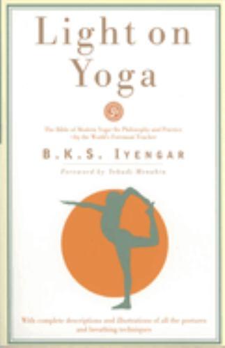 Paperback Light on Yoga : The Bible of Modern Yoga... Book
