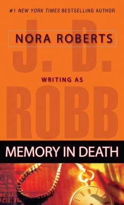 Paperback Memory in Death [Large Print] Book