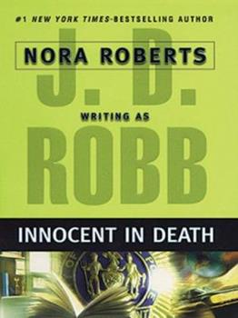 Paperback Innocent in Death [Large Print] Book