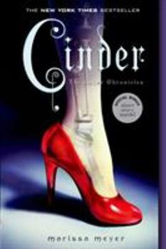 Paperback Cinder: Book One of the Lunar Chronicles Book