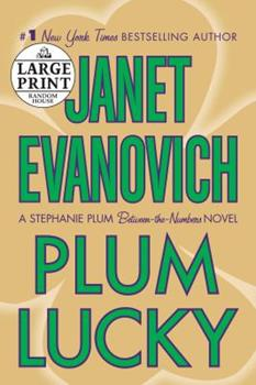 Paperback Plum Lucky (Stephanie Plum: Between the Numbers) [Large Print] Book