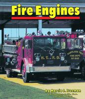 Fire Engines (Community Vehicles) 0736849858 Book Cover